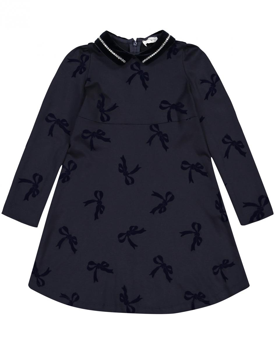 Artikel klicken und genauer betrachten! - Mädchen-Kleid von Monnalisa in Marine. Das Modell avanciert dank des niedlichenSchleifen-Dessins in Samt-Optik sowie des Bubi-Kragens mit.... Mehr Details bei Lodenfrey.com!   im Online Shop kaufen