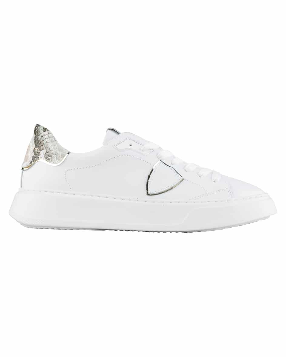 Artikel klicken und genauer betrachten! - BTLD Temple Python Sneaker für Herren von Philippe Model in Weiß. Das Modellpräsentiert sich in cleaner Aufmachung, während die Ferse in.... Mehr Details bei Lodenfrey.com! | im Online Shop kaufen