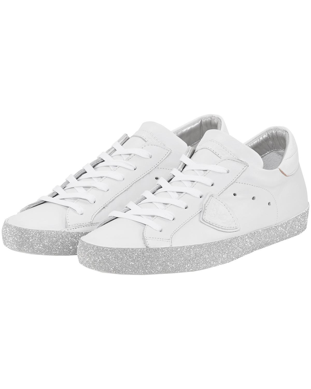 Artikel klicken und genauer betrachten! - Paris Glitter Sneaker für Damen von Philippe Model in Weiß. Der futuristische Sneaker aus weichem Leder begeistert mit Glitzer-Details sowie mit.... Mehr Details bei Lodenfrey.com!   im Online Shop kaufen